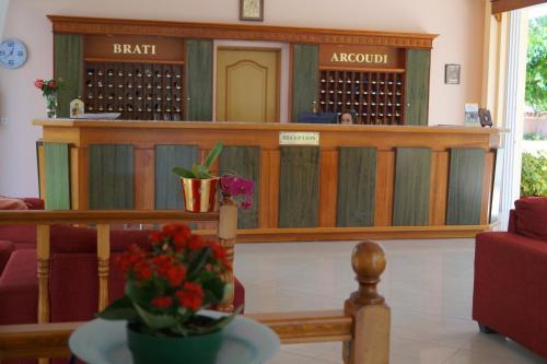 Ο χώρος του λόμπι ή της ρεσεψιόν στο Brati - Arcoudi Hotel