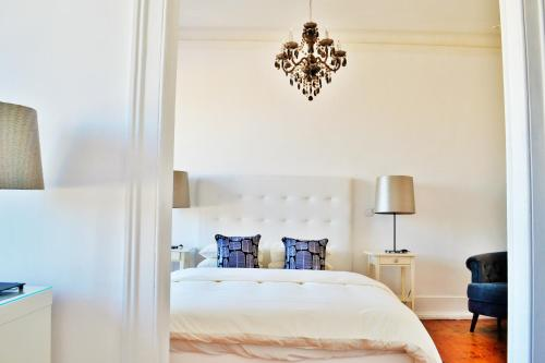 A bed or beds in a room at Feeling Chiado 15