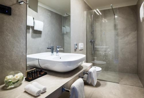 A bathroom at Design Hotel Navis