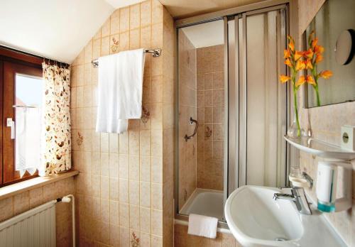 Ein Badezimmer in der Unterkunft Hotel Hahn