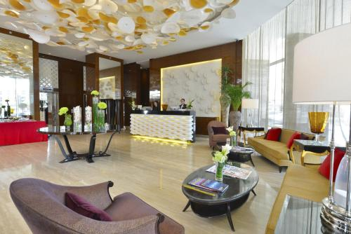 The lobby or reception area at Fraser Suites Diplomatic Area Bahrain