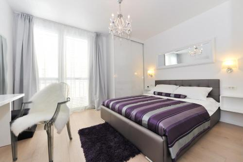 A bed or beds in a room at Luka Residence Apartments