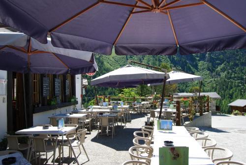 Restaurant ou autre lieu de restauration dans l'établissement Hotel du Pigne