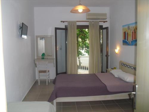 Ένα ή περισσότερα κρεβάτια σε δωμάτιο στο Ξενών Ειρήνη