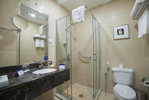 Um banheiro em Tulip Inn Corniche Dammam
