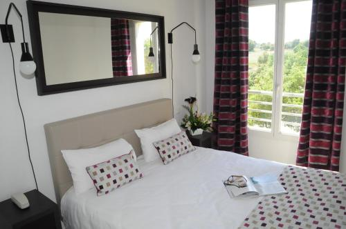 A bed or beds in a room at Néméa Appart'hotel Green side Biot Sophia Antipolis