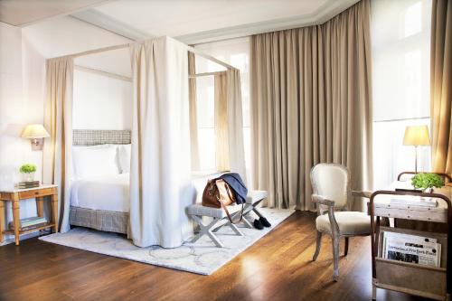 Een zitgedeelte bij URSO Hotel & Spa, a Small Luxury Hotel of the World