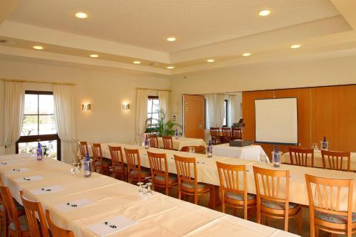 Der Geschäftsbereich oder Konferenzraum in der Unterkunft Hotel zum Taufstein