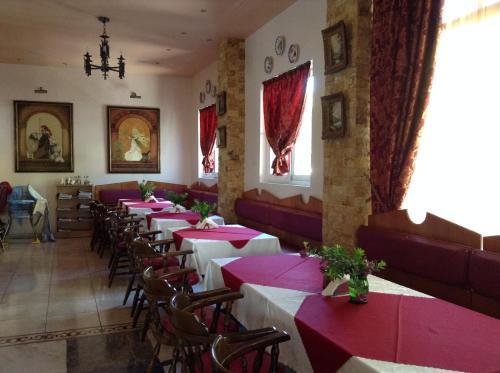 Een restaurant of ander eetgelegenheid bij Annapolis Inn