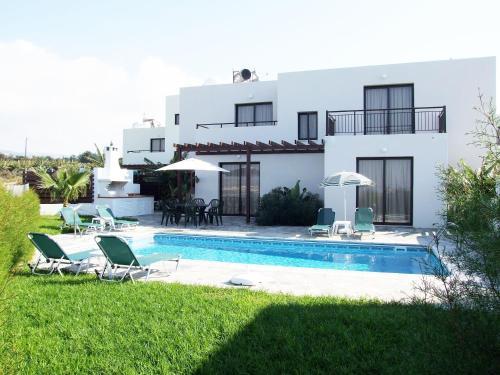 Het zwembad bij of vlak bij Aura Holiday Villas