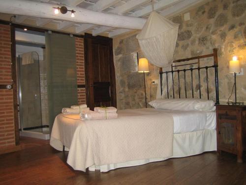 A bed or beds in a room at La Serranilla