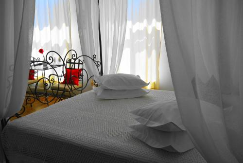 A bed or beds in a room at Residenza Dutzu-Boutique Hotel