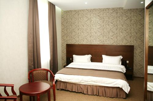 A bed or beds in a room at Old Metekhi Hotel