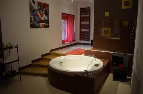 A bathroom at La Residenza Piacentina