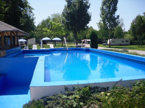 Bazén v ubytování Tulipan Bungalow Camping Resort nebo v jeho okolí