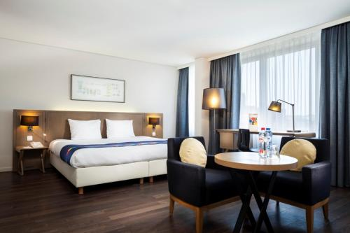 A bed or beds in a room at Park Inn by Radisson Antwerpen
