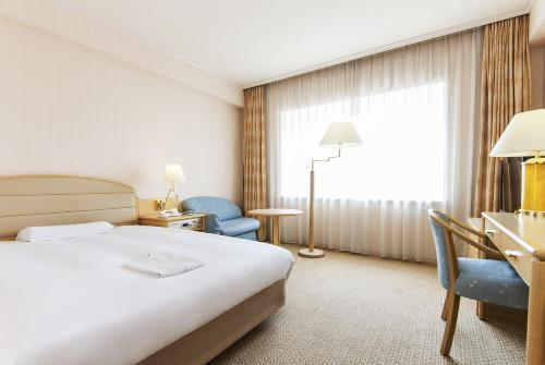 A bed or beds in a room at Keikyu EX Hotel Shinagawa