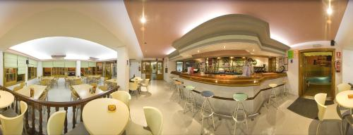 The lounge or bar area at Hostal Adelino
