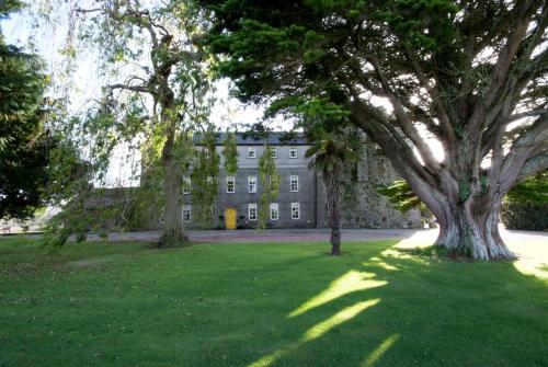 A garden outside Killiane Castle Country House & Farm