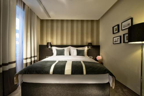 A bed or beds in a room at Best Western Premier Hotel Slon