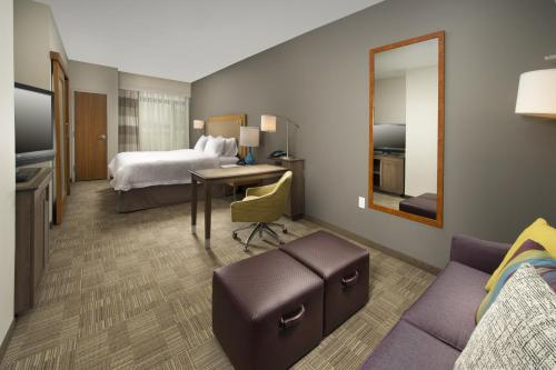 A bed or beds in a room at Hampton Inn & Suites San Antonio Northwest/Medical Center