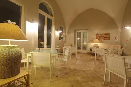 A restaurant or other place to eat at I Pretti Resort