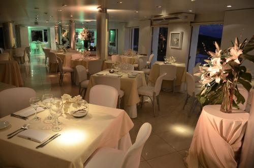 A restaurant or other place to eat at Portezuelo Hotel