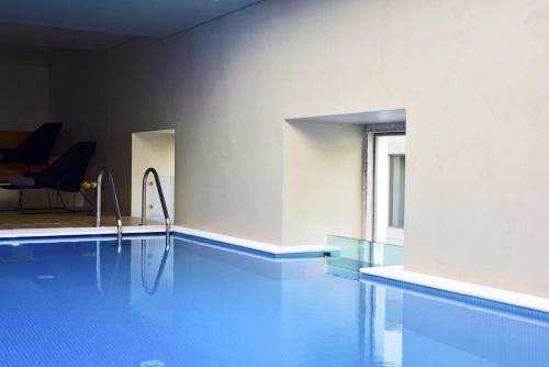 A piscina localizada em Pousada de Lisboa - Small Luxury Hotels Of The World ou nos arredores