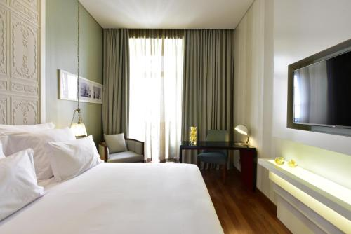 A bed or beds in a room at Pousada de Lisboa - Small Luxury Hotels Of The World