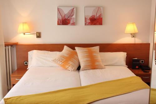 Cama o camas de una habitación en Hostal Dos Rios