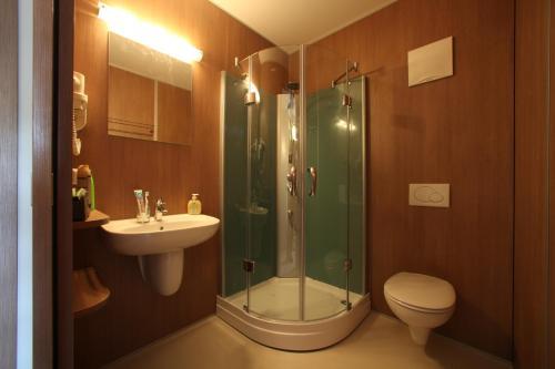 A bathroom at Fair-Price-Hotel