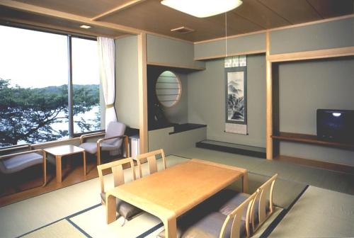 A restaurant or other place to eat at Noto Omakidai