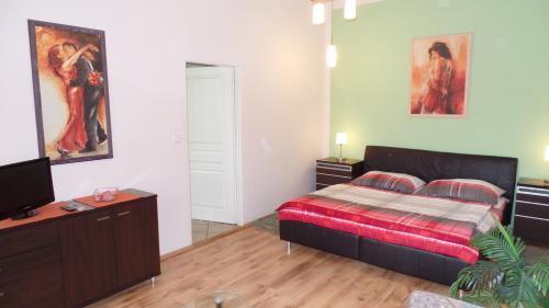 Łóżko lub łóżka w pokoju w obiekcie Apartments Rokytka - Praha