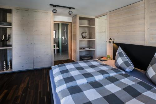 A bed or beds in a room at N6 Oberstdorf