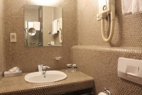 A bathroom at Steichele Hotel & Weinrestaurant