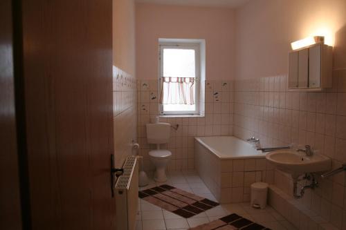Ein Badezimmer in der Unterkunft Landgasthof Hotel Rebe Alzey