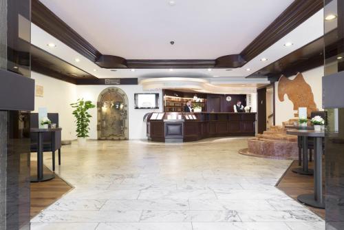 The lobby or reception area at Parkhotel Frankfurt-Rödermark