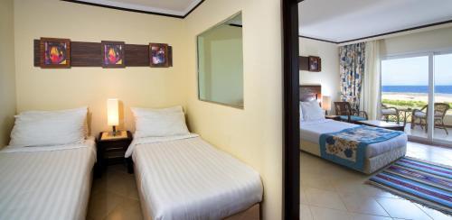 Кровать или кровати в номере Concorde Moreen Beach Resort
