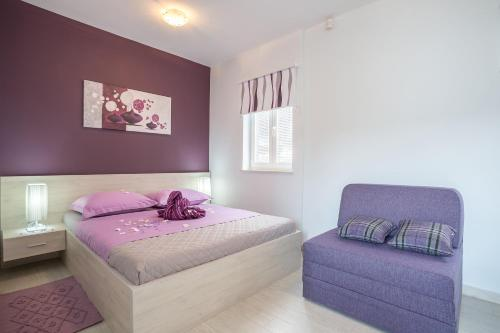 A bed or beds in a room at Apartments Pera