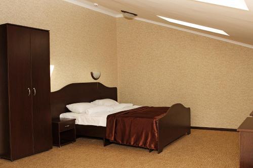 Кровать или кровати в номере Гостиница Тройка