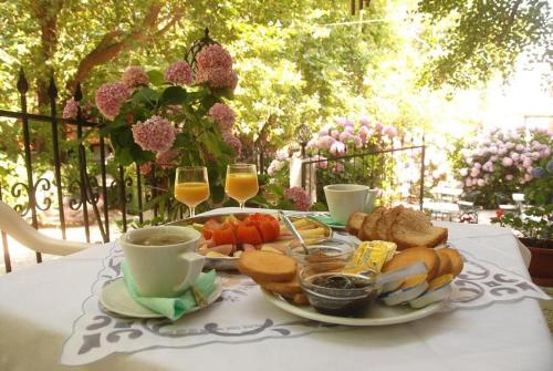Breakfast options available to guests at Orpheus Hotel