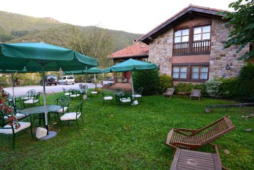 A garden outside Hotel-Posada La Casa de Frama