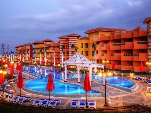 المسبح في Porto South Beach Porto Vacation Club Families only أو بالجوار