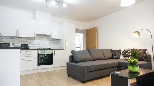 A kitchen or kitchenette at Andora Apartments