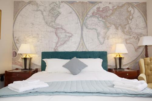 A bed or beds in a room at The Captain Cook