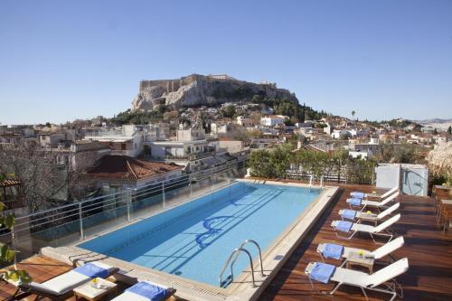 נוף של הבריכה ב-Electra Palace Athens או בסביבה