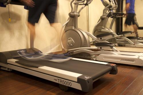 The fitness centre and/or fitness facilities at Electra Palace Athens