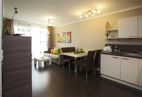 Küche/Küchenzeile in der Unterkunft Residenz am Balmer See - FeWo 53