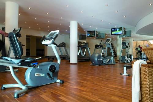 The fitness center and/or fitness facilities at As Cascatas Golf Resort & Spa