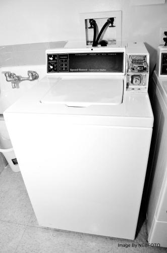 A kitchen or kitchenette at DC International Hostel 1